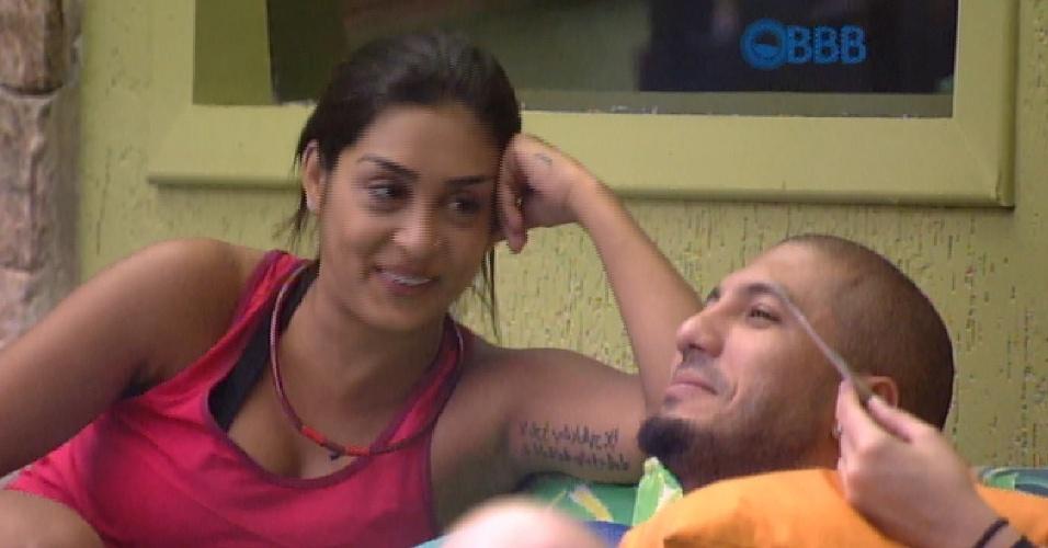 28.fev.2015 - Amanda oferece cafuné a Fernando