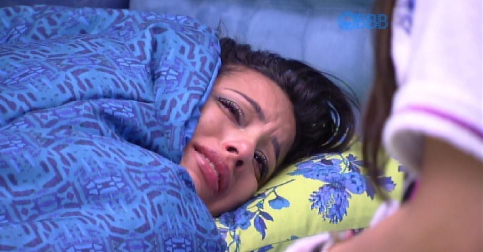 """28.fev.2015 - Talita vai para o quarto sozinha e aos prantos diz que Rafael e Amanda estão trocando olhares na casa. """"Não culpo nem um, nem outro"""""""