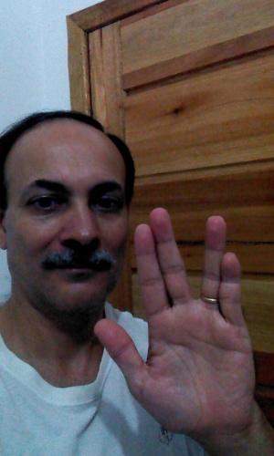 """""""Bem-vindo ao espaço, Sr. Nimoy. A sua jornada está apenas começando!"""" diz Ubiracir Ramos, de Registro (SP)."""