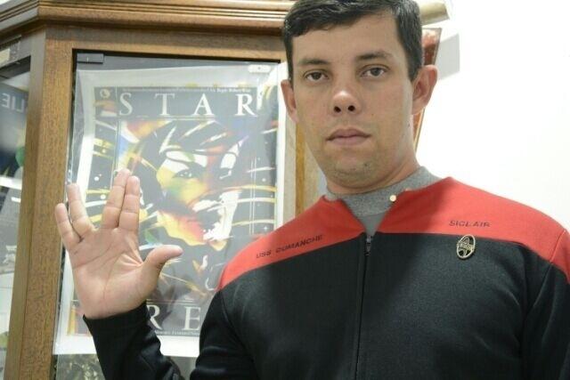 """""""Homenageando o alienígena mais conhecido da galaxy, Spock"""" diz Siclair Santo, de Guaratinguetá (SP), membro do fã-clube Star Trekkers."""