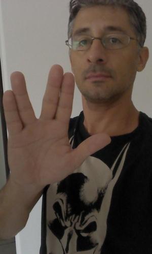 """""""O universo perdeu um mestre. Esteja em paz, Leonard."""" diz Fábio Gomes, de Guarujá (SP)"""