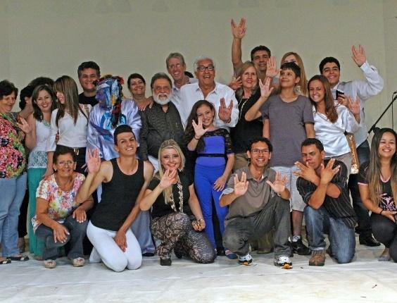 Participantes do Astronomia Show, em Marília (SP), fazem homenagem à Leonard Nimoy.