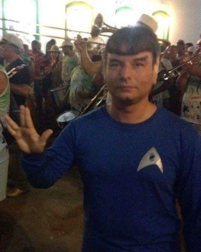 """""""Sou fã incondicional do Star Trek e do Sr. Spock. Ele me inspirou a gostar da ciência e da lógica. Tenho feito muito sucesso nos carnavais fantasiado de Spock. Vida longa e próspera para todos!"""" diz Leonardo Nardi, do Rio de Janeiro (RJ)."""