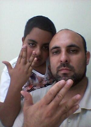 """""""Vida longa e próspera! Saudades, Sr. Spock!"""" dizem Soliney Oliveira e seu filho Matheus Vinicius, de São Paulo (SP)."""