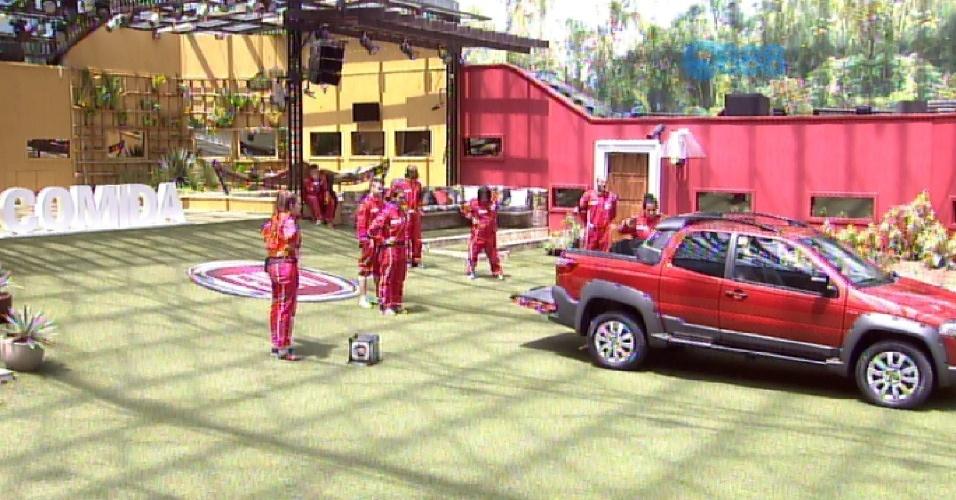 1.mar.2015 - Ao voltarem para a casa, todos encontram um carro no jardim, para descobrir qual dos vencedores da prova irá ganhá-lo.