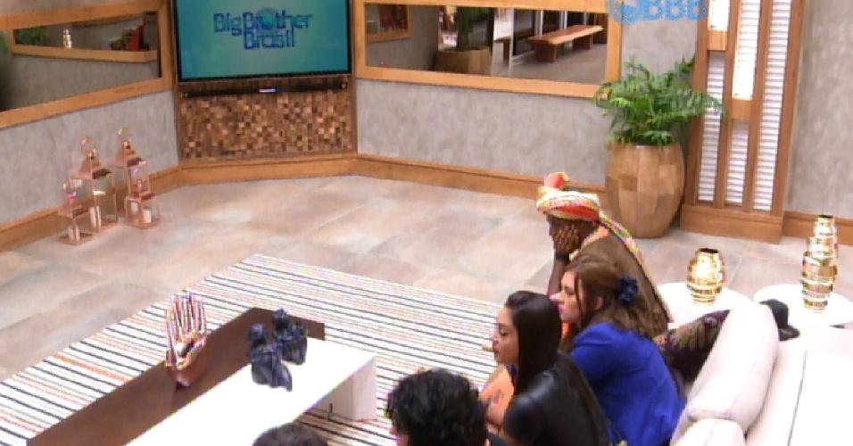 """1.mar.2015 -  Brothers aguardam contato com o apresentador Pedro Bial em dia de formação do quarto paredão do """"BBB15"""""""