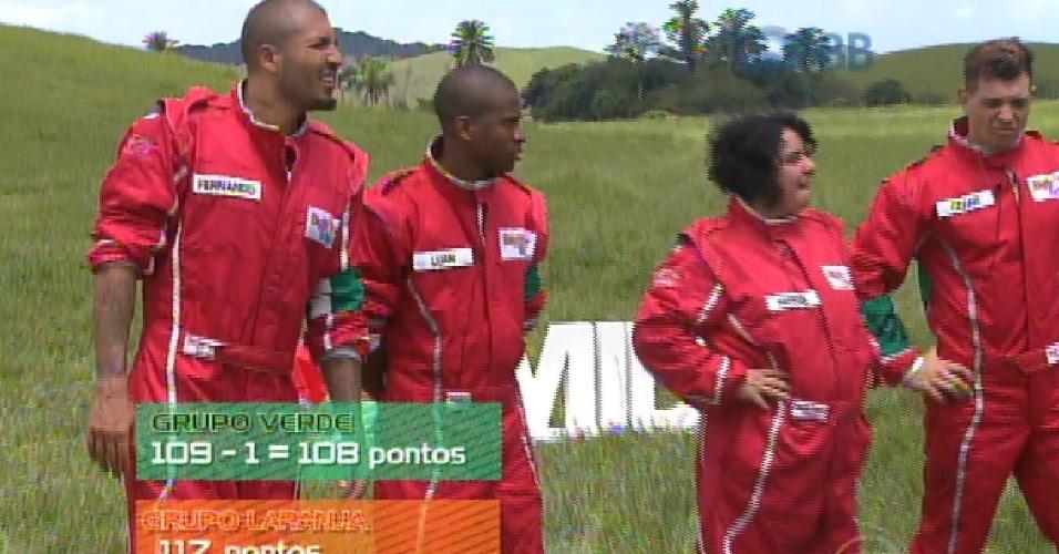 1.mar.2015 - No programa ao vivo deste domingo, a edição do programa mostra como foi a prova da comida vencida por Rafael