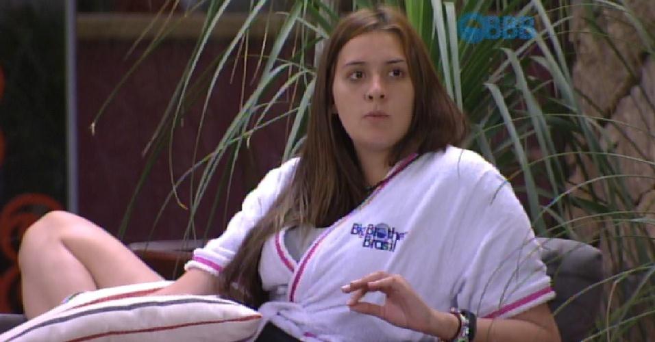 1.mar.2015 - Tamires diz que não aguenta mais nas investidas de Adrilles