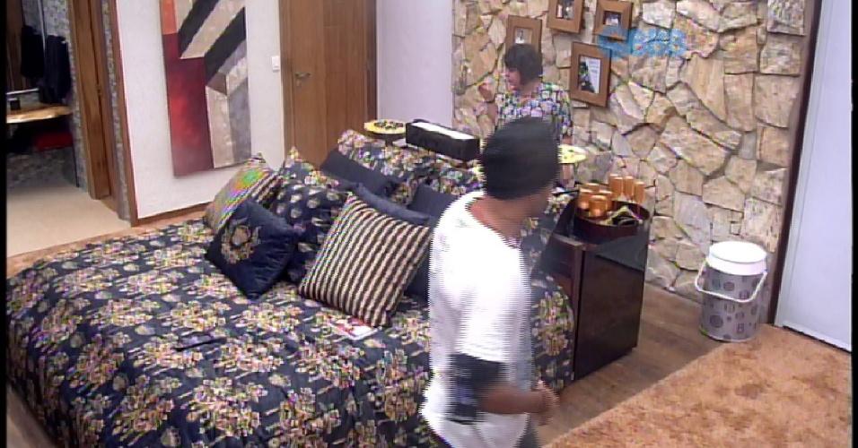 """2.mar.2015 - Adrilles convida Fernando e Mariza para cinema do líder no """"BBB15"""""""