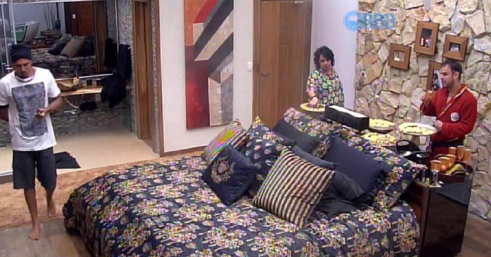 2.mar.2015 - Fernando, Adrilles e Mariza falam sobre Cézar no quarto do líder
