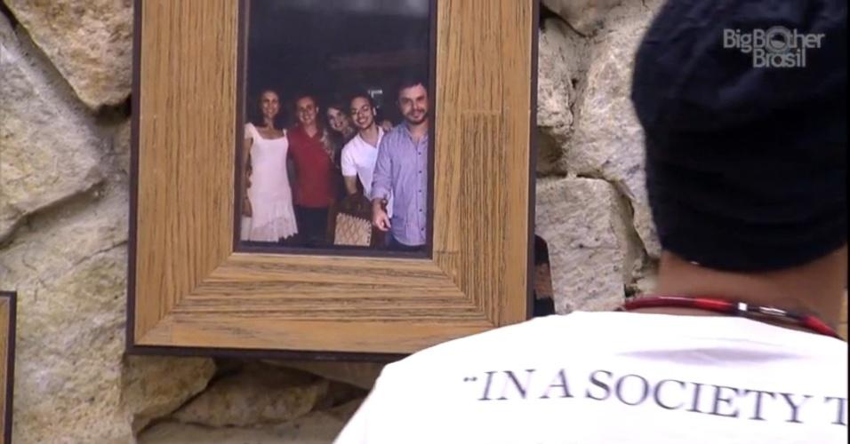 """2.mar.2015 - Fernando compara Adrilles com Wagner Moura no """"BBB15"""""""
