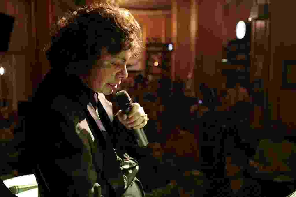 O cantor Cauby Peixoto se apresenta no Bar Brahma, em 2006. Desde 2002 Cauby fazia shows regulares no bar clássico, na esquina da Av. Ipiranga e São João, em São Paulo. - Marlene Bergamo/Folhapress