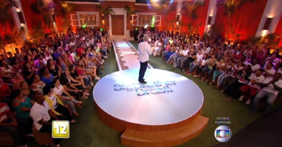 """3.mar.2015 - Famílias dos emparedados aguardam decisão do sexto paredão do """"BBB15"""""""