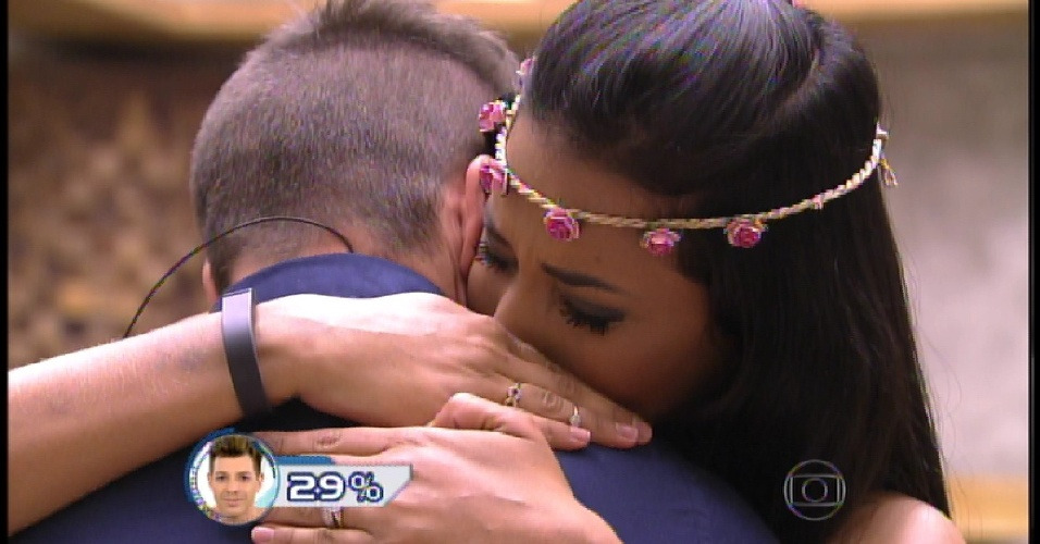 "3.mar.2015 - Talita se despede de Rafael e sai do ""BBB15"""