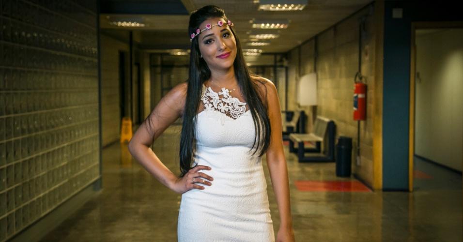"""3.mar.2015 - Talita concede entrevista e posa para fotos após ser eliminada do """"BBB15"""""""