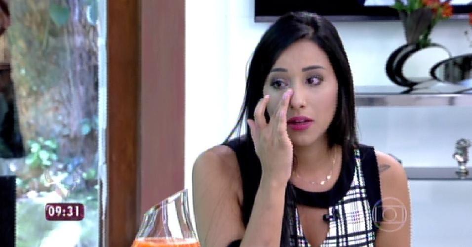 """4.mar.2015 - Talita se emociona ao falar de Rafael e ao lamentar que saiu do """"BBB15"""" sem ganhar nenhum prêmio"""