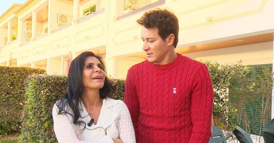 """março - Rodrigo Faro visita Gretchen em Portugal, mostra a rotina da """"rainha do bumbum"""" e promove encontro da dançarina com Thammy Miranda, após ela retirar os mamilos"""