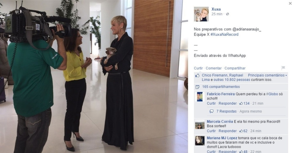05.mar.2015 - Xuxa dá entrevista para a jornalista da Record Adriana Araújo, pouco antes do horário marcado para sua apresentação oficial como apresentadora da Record
