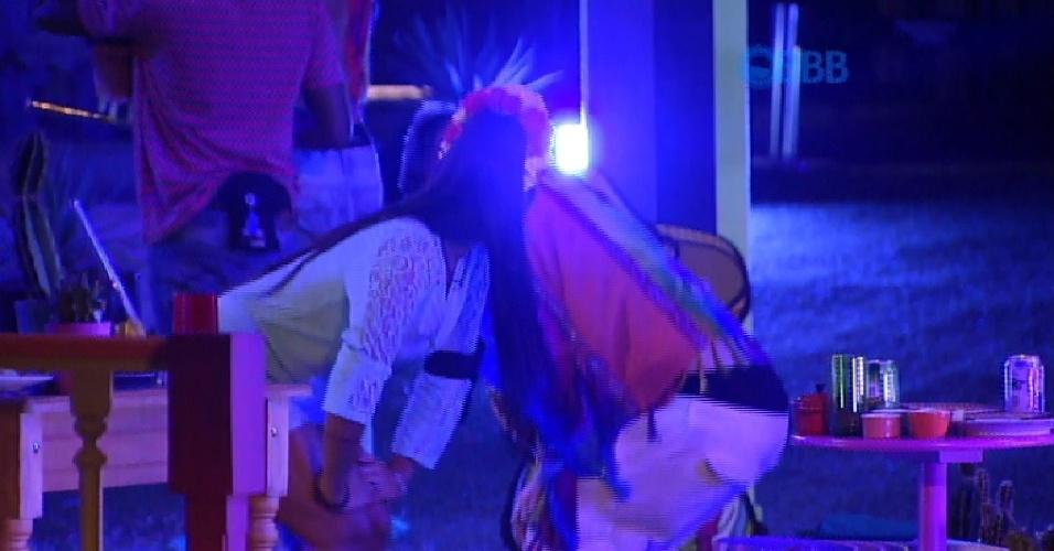 5.mar.2015 - Amanda e Rafael dançam ao som de funk na noite mexicana