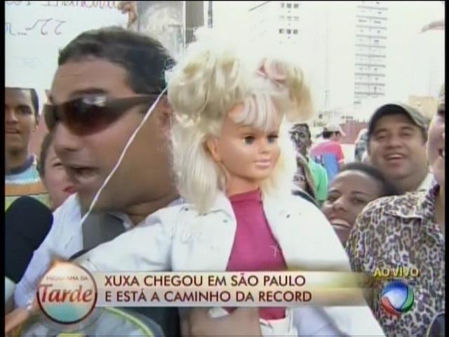 5.mar.2015 - Fã mostra boneca da Xuxa de 1987