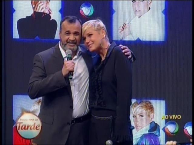 5.mar.2015 - Marcelo Silva, diretor artístico da Record, anuncia Xuxa como nova contratada da emissora