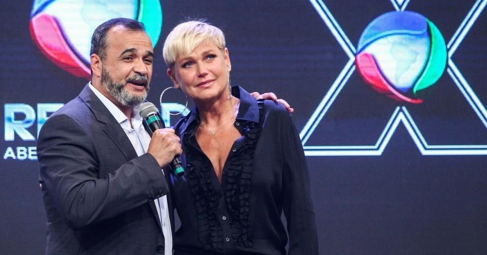 5.mar.2015 - Marcelo Silva, vice-presidente da Record, anuncia Xuxa como nova contratada da emissora