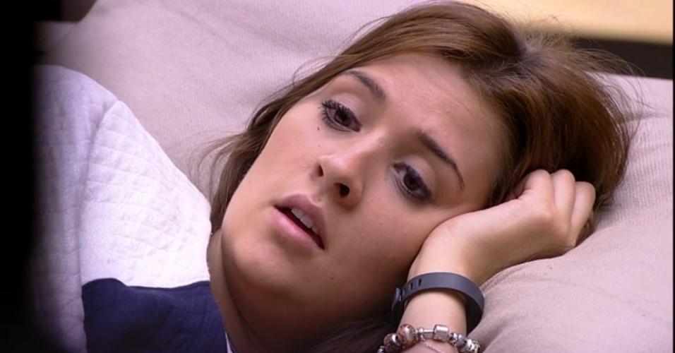 5.mar.2015 - Tamires conta para Amanda que Adrilles chamou todo mundo de burro