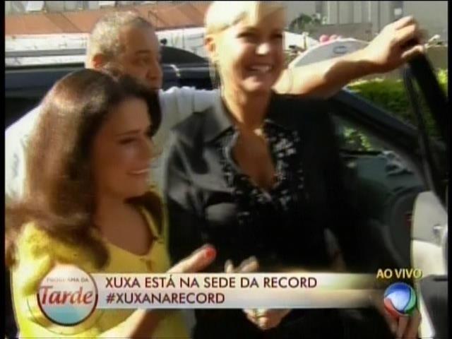 5.mar.2015 - Xuxa chega para coletiva de imprensa na Record