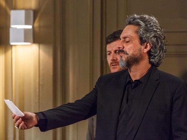 José Alfredo descobre bilhete de Pedro para Silviano