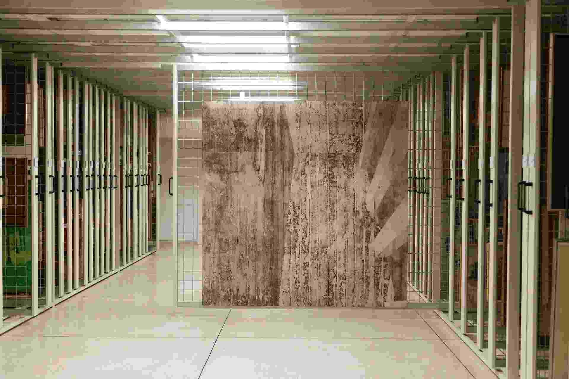 """Obra """"Galeria"""" (2002), de Daniel Senise, apreendida durante a operação Lava Jato, que apura irregularidades na Petrobras, estão agora no acervo do Museu Oscar Niemeyer (MON) - Daniel Derevecki/UOL"""
