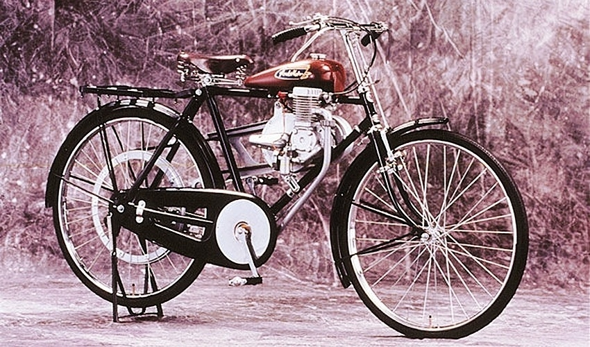 Clássica cicicleta com motor 2-tempos da Honda