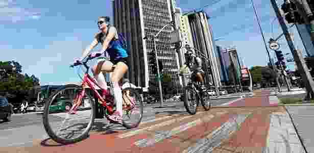 """Com novos espaços exclusivos para circulação de bicicletas, paulistanos aos pouos aceitam tirar suas """"magrelas"""" de casa para usá-las também no dia-a-dia - Ricardo Matsukawa/Folha Imagem - Ricardo Matsukawa/Folha Imagem"""