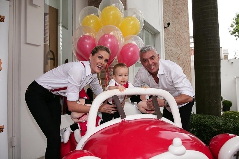 526966c9270a1 Ana Hickmann e marido celebram primeiro aniversário do filho Alexandre -  BOL Fotos - BOL Fotos