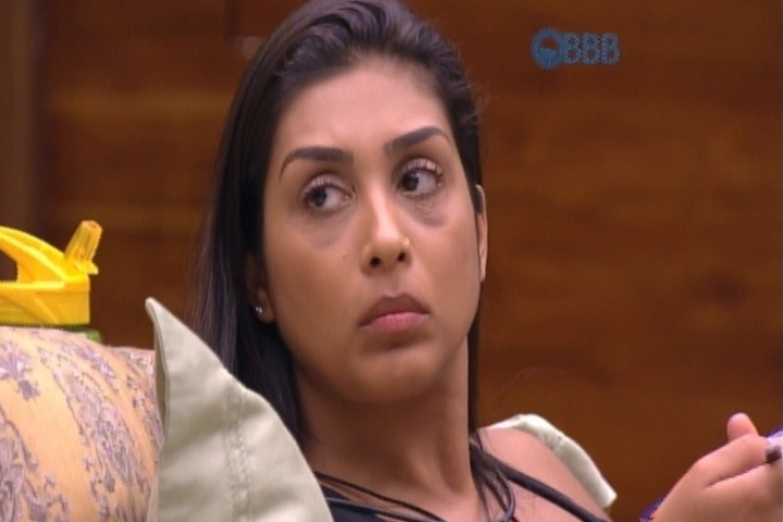 7.mar.2015 - Em conversa com Rafael e Tamires no quarto do líder, Amanda garante que não vai aceitar o anjo caso Luan lhe a imunidade