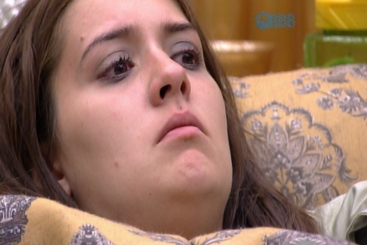 7.mar.2015 - Tamires chora ao saber que exagerou na bebida e quase beijou Rafael na festa Magia