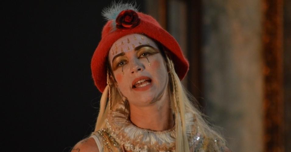 Luana Piovani se apresentou neste sábado (7) no Recife para atuar na peça