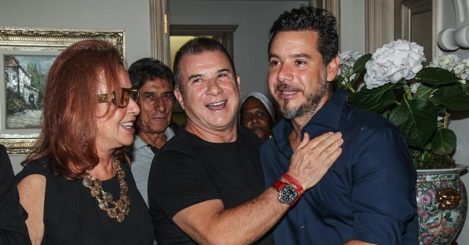 07.mar.2014 - Alexandre Iódice com os pais Suely e Valdemar