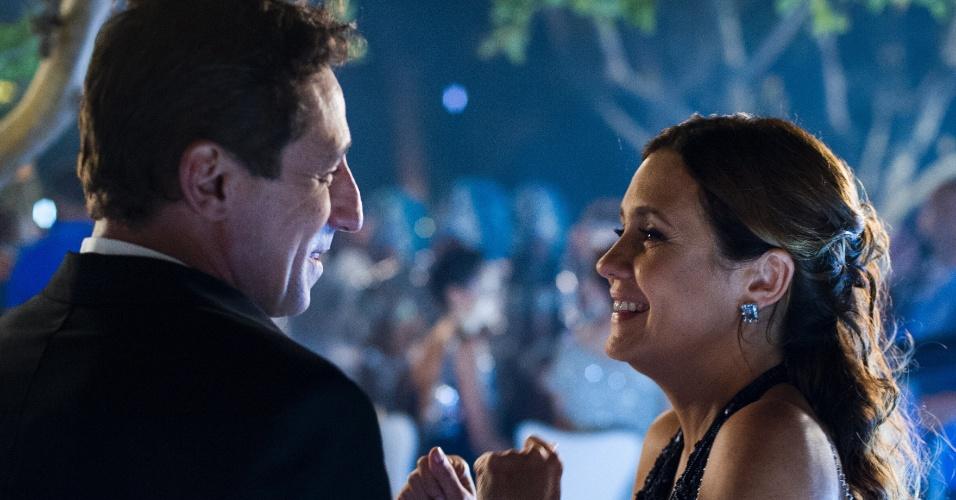 10.mar.2015 - Adriana Esteves interpreta Inês, uma mulher ambiciosa que morre de ciúmes da amiga de infância Beatriz (Gloria Pires), que julga ter uma vida que não merece.
