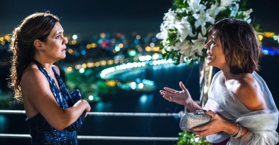 10.mar.2015 - Inês (Adriana Esteves) e Beatriz (Glória Pires) são duas das protagonistas de