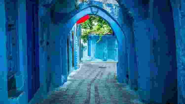 Apesar de azul ser considerada um cor fria, as vielas antigas de Chefchaouen são acolhedoras - Getty Images - Getty Images
