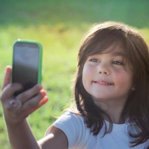 Carinho poderia ser estratégia melhor que inflar o ego das crianças - Getty Images