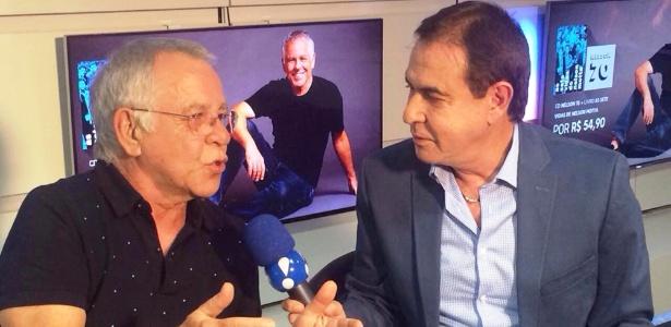 """Nelson Motta é entrevistado por Amaury Jr.: """"Cena do dinheiro amassado nunca existiu"""" - Divulgação/RedeTV!"""