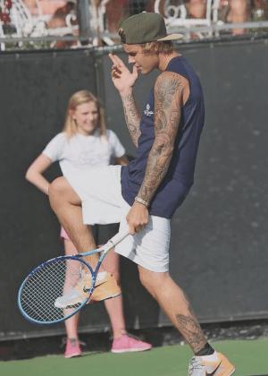 Mar.2015 - Bieber, fiel da Hillsong Church, participa de jogo beneficente de tênis