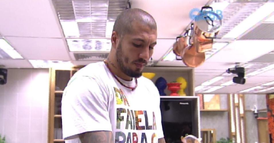 11.mar.2015 - Fernando acha que seria injunto a entrada de um novo participante na casa