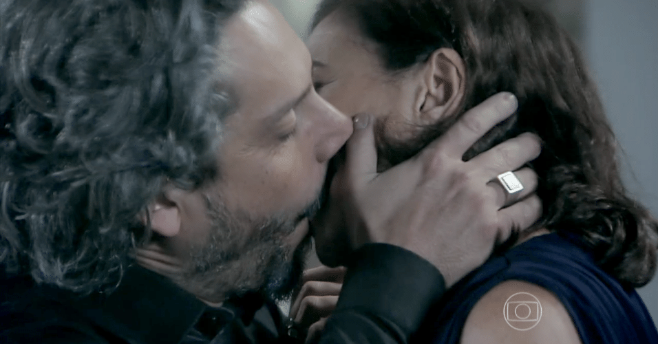 José Alfredo e Maria Marta dão beijão na última semana de