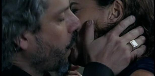 Mar.2015 - José Alfredo dá beijão em Maria Marta na última semana de