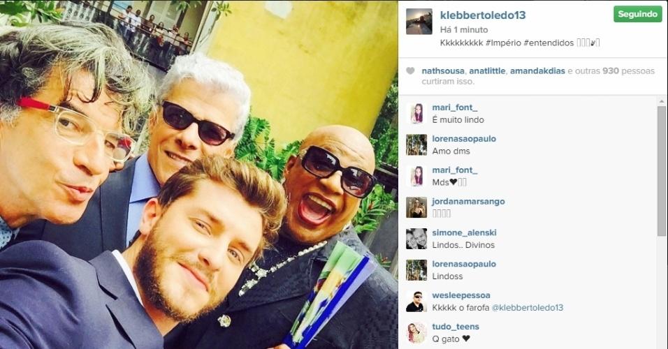 12.mar.2015 - Klebber Toledo, o Leo, publica fotos ao lado dos atores Paulo Betti (Téo Pereira), José Mayer (Claudio) e Ailton Graça (Xana). Eles gravaram uma das últimas cenas de