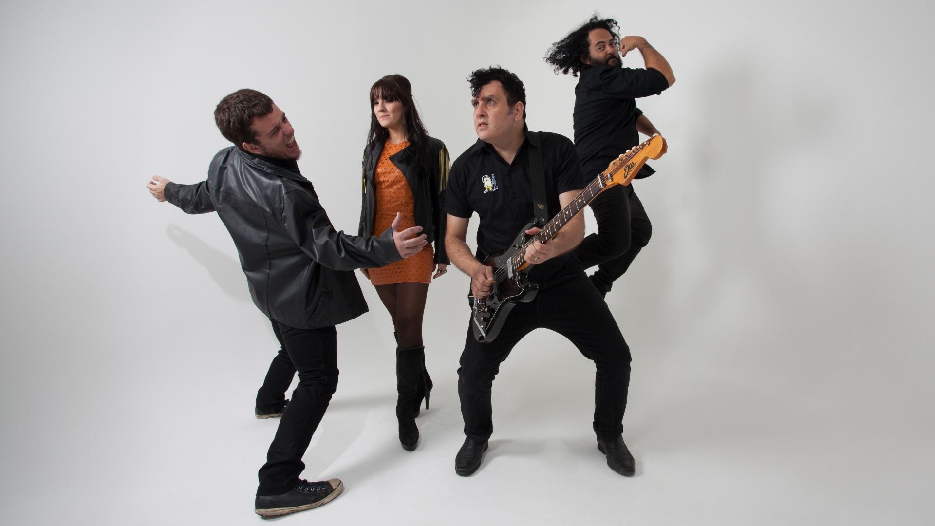 A nova formação da banda Autoramas, com Gabriel Thomaz (guitarra e vocal) Érika Martins (vocal), Melvin (baixo) e Fred (bateria)