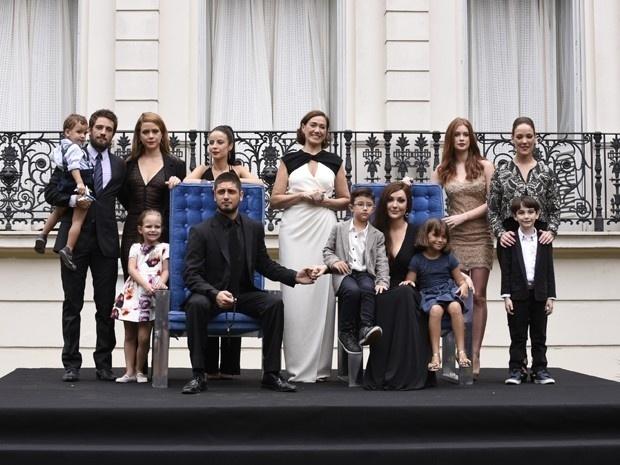 Foto tradicional da família Medeiros é a cena final de