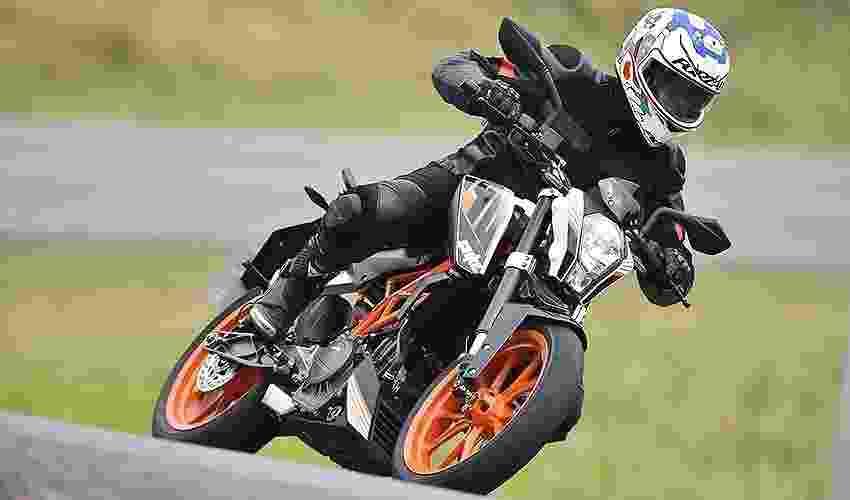 KTM Duke 390 - Divulgação